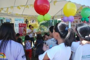health worker teaching safe motherhood