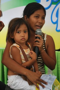 a young mother share to the audience what she learned from various health classes
