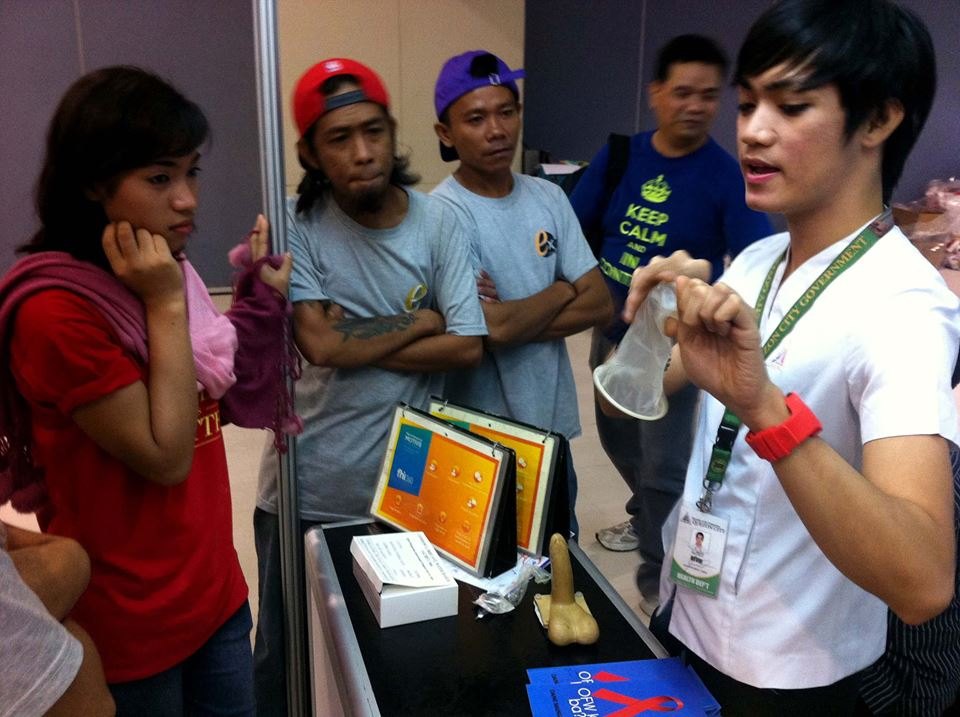 Devine David, HIV Peer Counselor from Klinika Bernardo, shows participants of World Population Day how to properly use a female condom. Photo by Luis Adrian Hidalgo