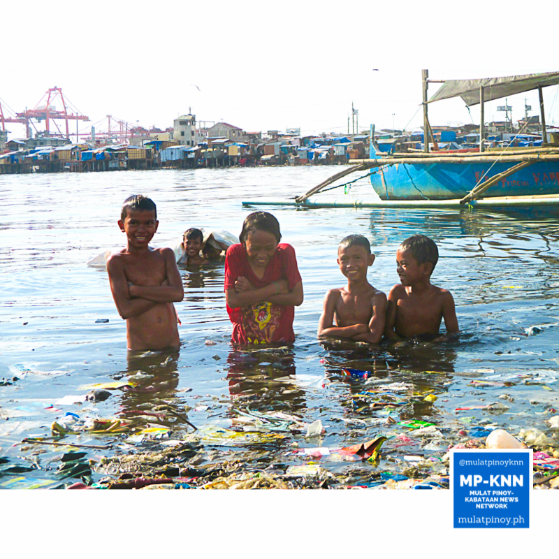 A group of children bathe in the sea of trash to beat the heat. | Photo by Joshua Principio/MP-KNN