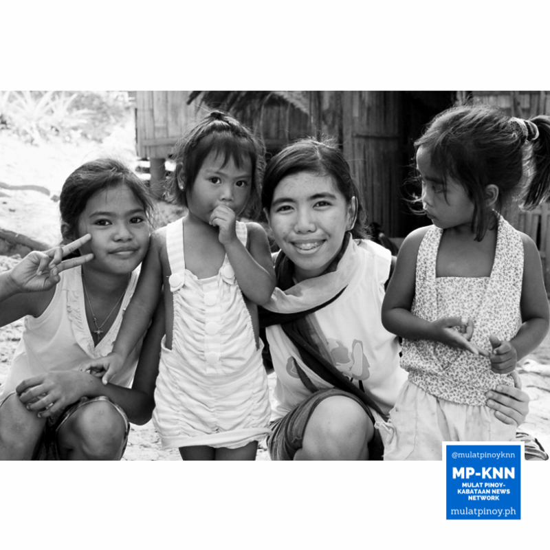 MP-KNN #YouthReporter Meeko Camba shares a smile with kids from the Dumagat-Remontado tribe of Tanay, Rizal.